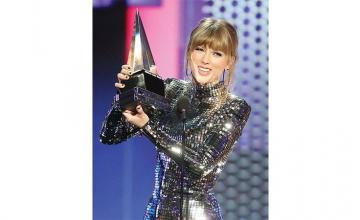 TAYLOR SWIFT Makes History at American Music Awards Show