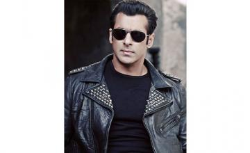 Salman considers young cancer patients real heroes