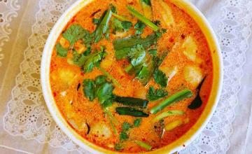 THAI HOT-AND-SOUR COCONUT CHICKEN SOUP