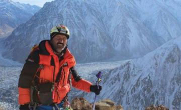 This man risks his life to teach others how to survive cold