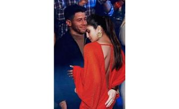 "Priyanka Chopra photoshops herself in Nick Jonas's ""forever alone"" picture"