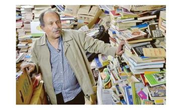 A garbage man saved 25,000 books and turned them into a library