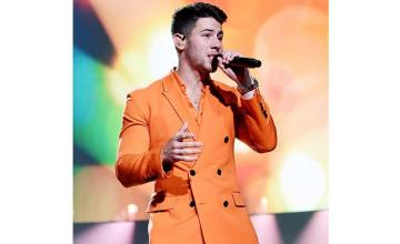 Nick Jonas groped by fan during Los Angeles show