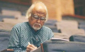 Anwar Maqsood to perform live on stage this month