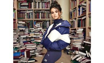 Twitter reacts on Selena Gomez standing on books
