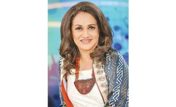 Bushra Ansari opens up about her divorce on Ahsan Khan's talk show