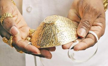 Indian man wears $4,000 gold face mask during coronavirus pandemic