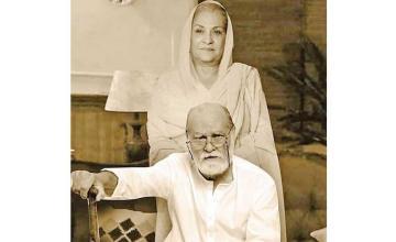 Manzar Sehbai and Samina Ahmed will be seen together in Dhoop Ki Deewar