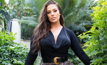 Ashley Graham months after giving birth fiercely returns to the runway