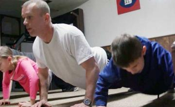 Army veteran and father of two completes goal of 176,200 pushups while fighting cancer