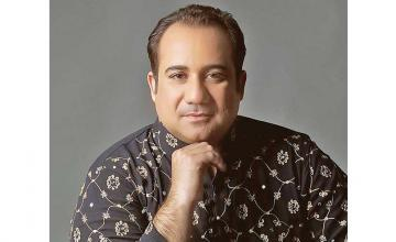 Raha Fateh Ali Khan became the first Pakistani singer to cross 5 million subscribers on YouTube