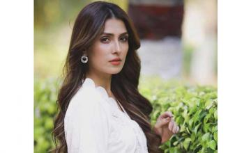 Ayeza Khan is now Pakistan's most followed celebrity on Instagram