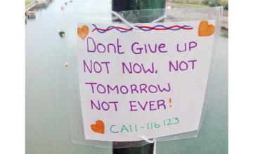 Woman who almost jumped off bridge now leaves encouraging notes there to save the lives of others