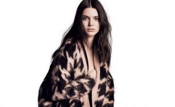 Kendall Jenner returns to the runway with a bold fashion statement