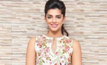 60 SECONDS WITH SANAM SAEED