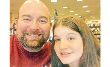 Dad writes over 690 inspiring lunch notes to daughter to ease her anxiety at school