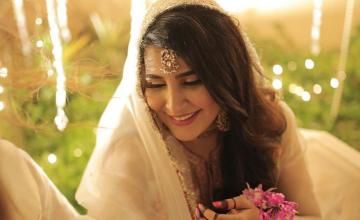 Areeba Habib announces engagement with her baat pakki pictures