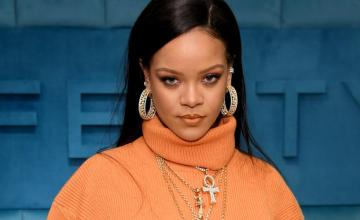 Behold, Rihanna is now officially a billionaire!