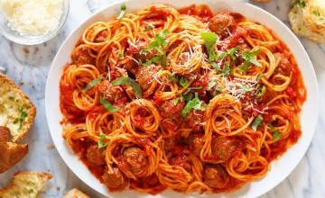 Spaghetti and Chicken Meatballs in Red Pepper Sauce