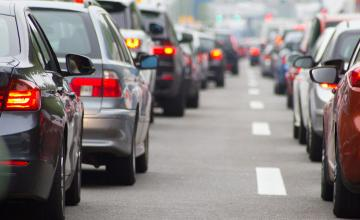 Traffic jams are caused by keeping the wrong distance between cars, maths study finds