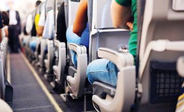 Flight attendant ends debate on who gets to use the middle seat armrests